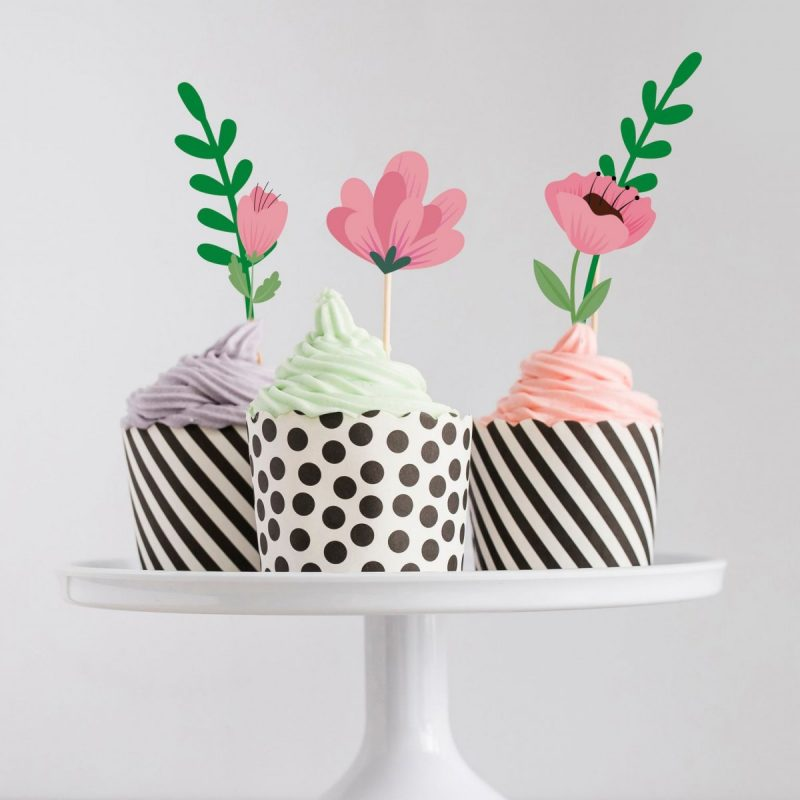 Cupcakes with pretty floral cupcake toppers